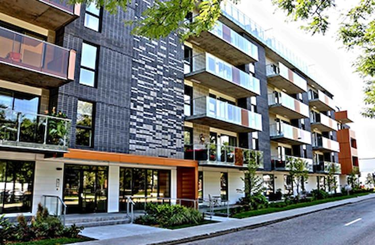 Condo neuf: garage intérieur et vue sur le fleuve - Montréal - Appartement