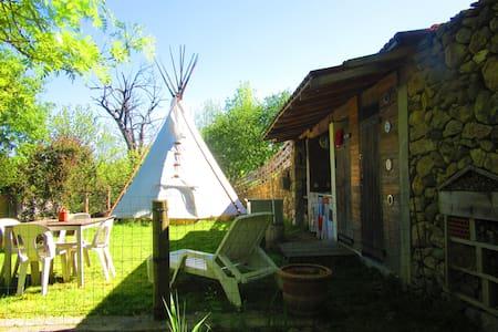 "Tipi ""La Bodib"" - Pont-de-Labeaume - Kızılderili Çadırı"