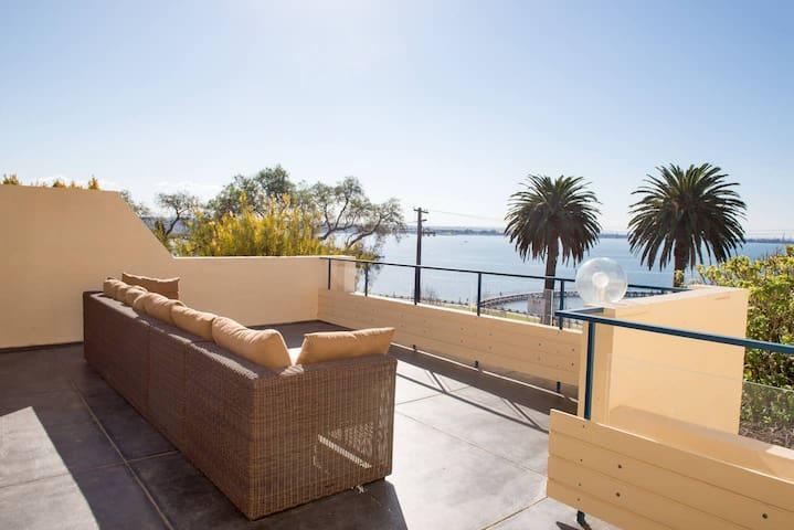 Eastern Beach View APT, 2 Bedroom, 2 bathrooms