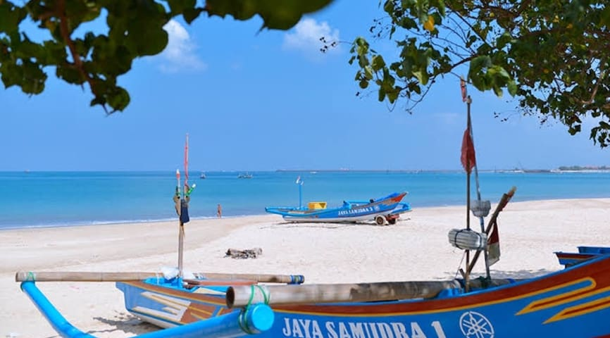 AMAZING 4 BDR IN KARMA JIMBARAN STEPS TO THE BEACH