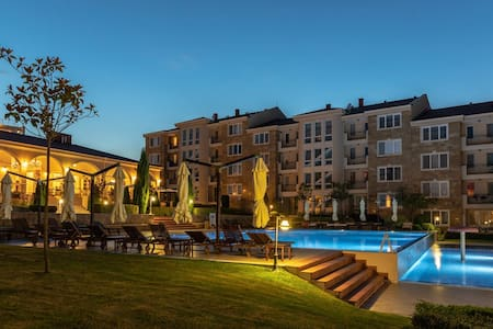 Lovely apartment with swimmingpool and near beach
