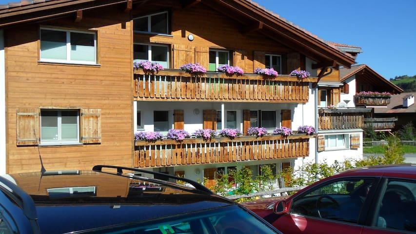 Gemütliche 2 Zimmer Ferienwohnung Nähe Skilift - Obersaxen - Byt