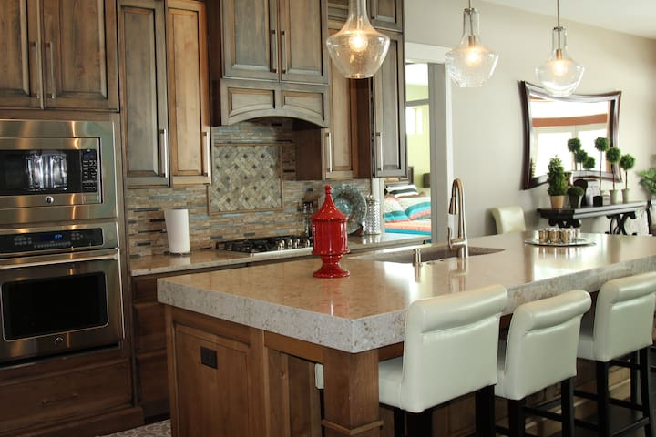 New modern spotless Bountiful home Airport 12 mile