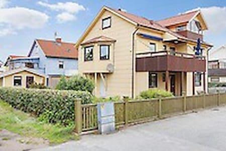 Trevlig lägenhet i centrala Kungshamn - Kungshamn - アパート