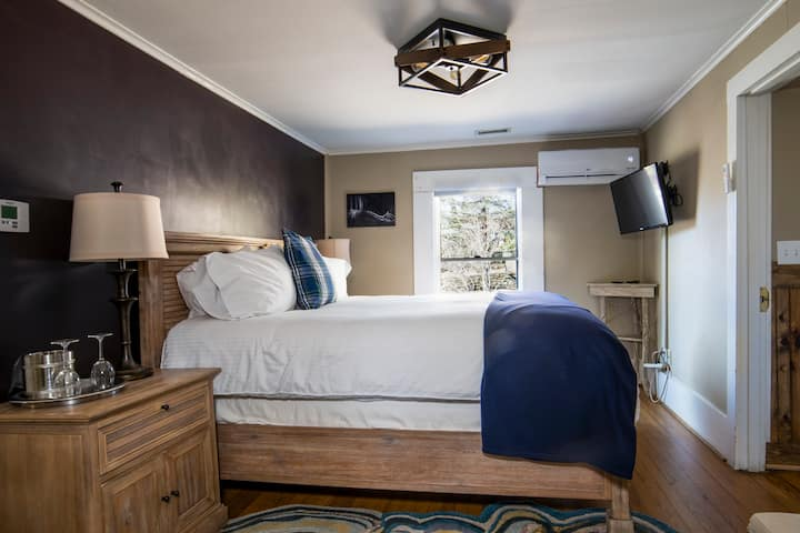 Room Four at Hellbender Bed and Beverage