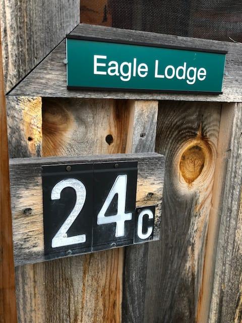 (Eagle) Mountain Cabin nestled on Oak Hill