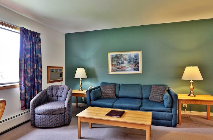 Cedarbrook One Bedroom Suite 214/216