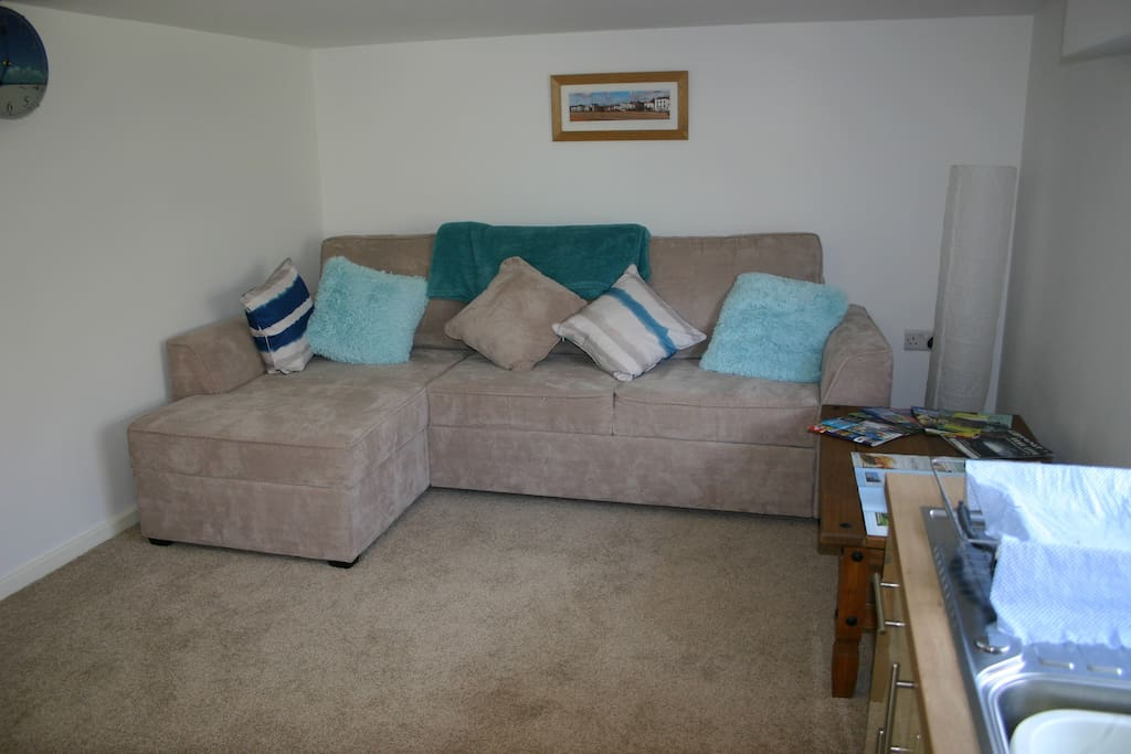 Snug area with double sofa-bed