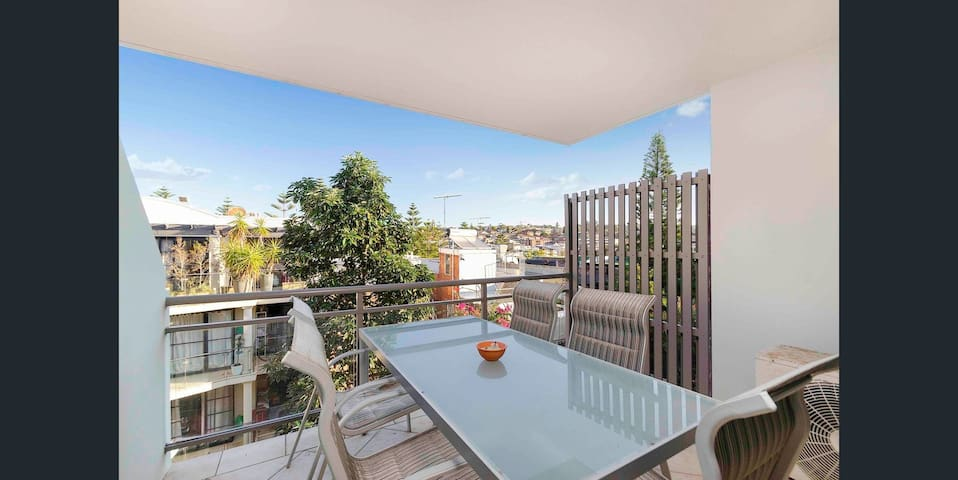 Beachside apartment in the heart of Coogee