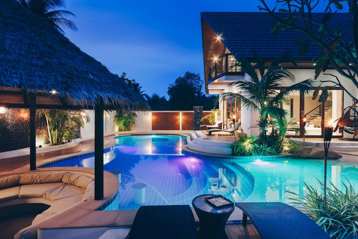 Coco Lilly - Luxury Lagoon Pool Villa (sleeps 10)
