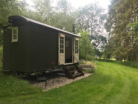 Cruck Cottage Shepherds Huts - Woodside Hut