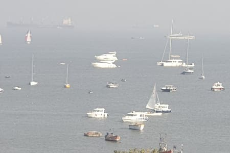 Sea Facing 1BHK at Colaba for 4 guest.