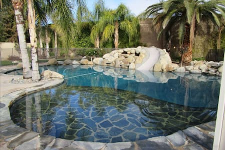 Luxury retreat w/ resort style pool - Bakersfield - Casa