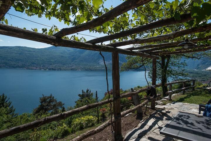 Deliziosa casetta con splendida vista lago