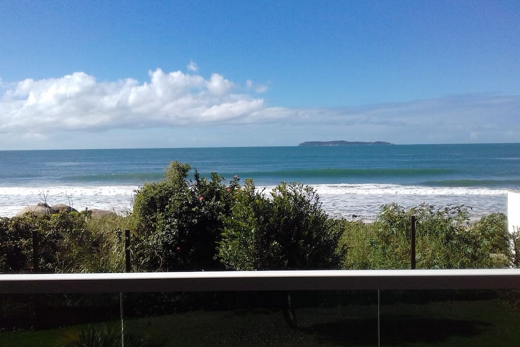 sacada frente para o mar do apartamento 104 no residencial aguas de março