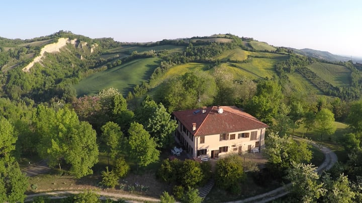 Charming villa in the countryside of Bologna