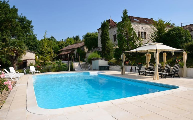 Charming gite, sleeps 5,  views &  shared pool - Saint-Pantaléon - Dom