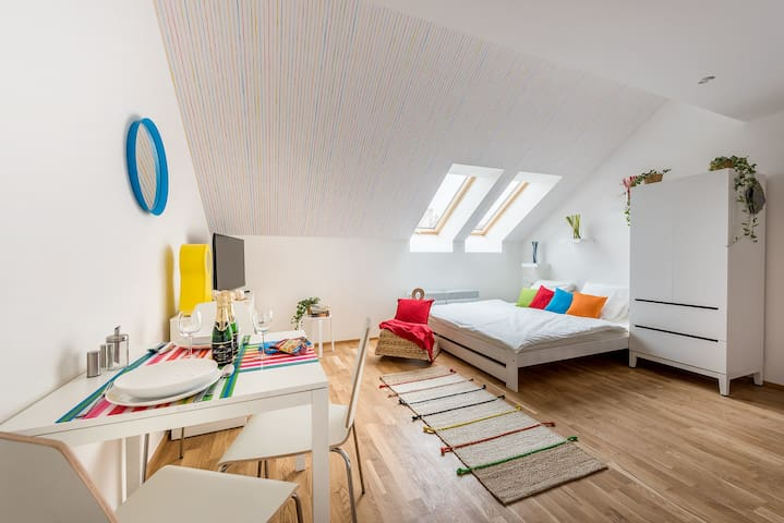 ❀style COLORED APARTMENT overlooking the castle❀