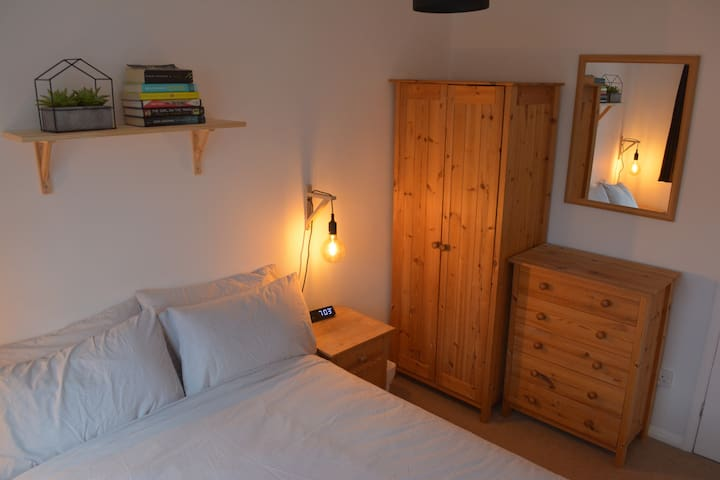 A cosy double room in Chagford on Dartmoor