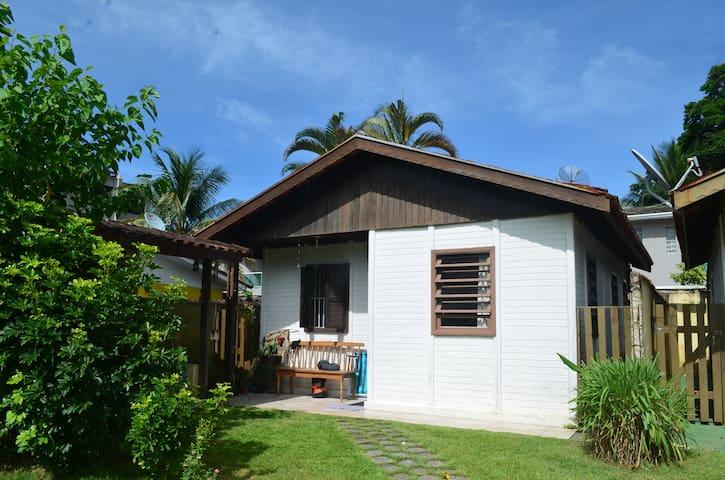 Quarto em casa a 50m da Praia de Boiçucanga