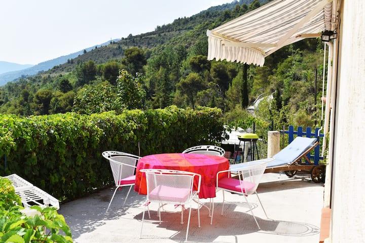 Villa  avec piscine à 15 kms de NICE