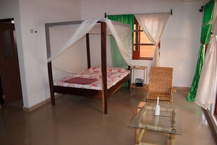 Large, bright and airy room in quiet Mariama Kunda