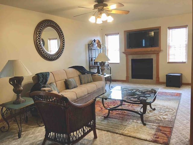 Starved Rock-#11A-Main Level-2Br-sleeps 5