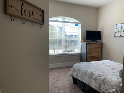 Private, Clean Room near Katy Mills and Water Park