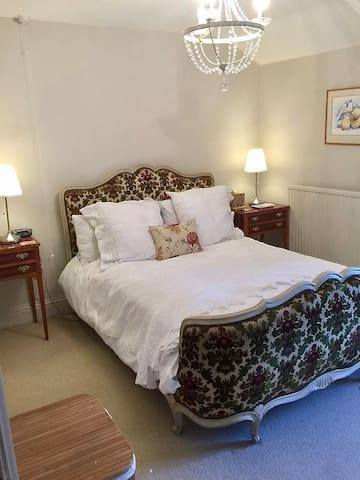 French-themed bedroom