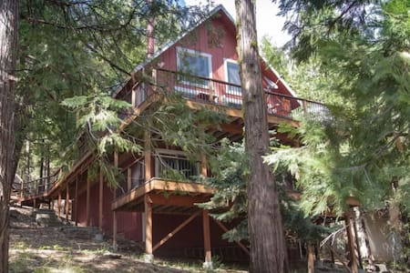 Nick's Cabin is rustic luxury min. from Pinecrest!