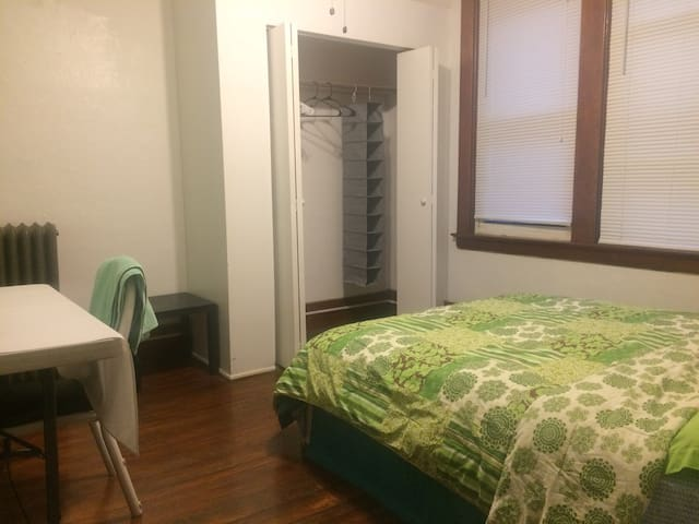 Private room in Little Italy near CWRU & CCF # 1