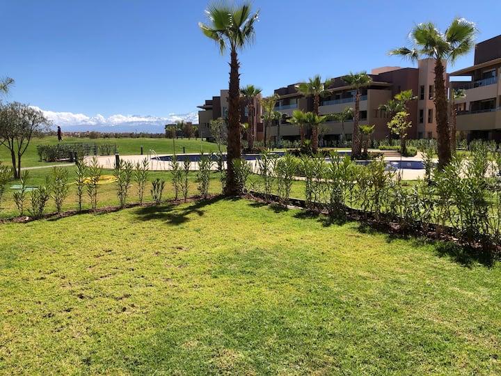 Coquin apt Sur golf piscine,jardin chambre & salon
