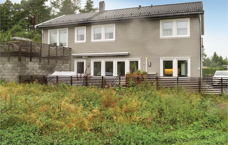 Holiday apartment with 2 bedrooms on 89m² in Grimstad