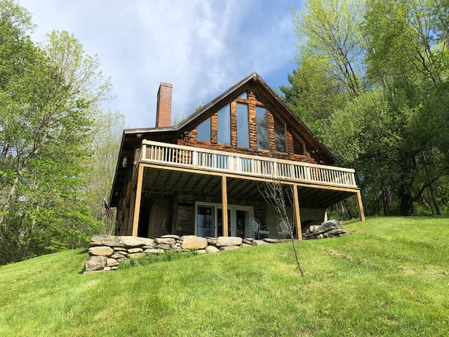 Welcome to the Curtis Cabin in cozy Woodstock, VT