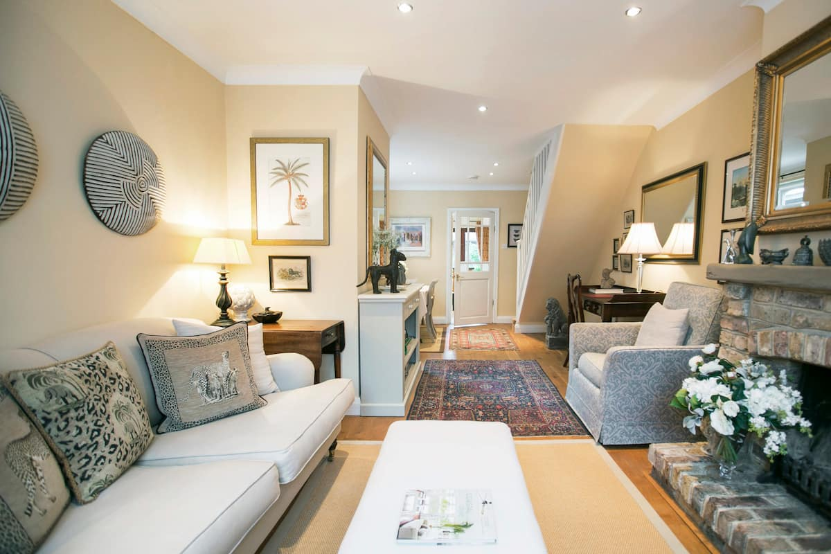 Relax in a Lovely Victorian House in Ascot