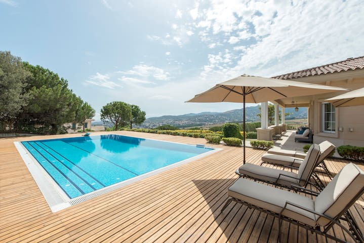 Stunning Sea & City View Villa w/ 5000m2 Garden - Teià