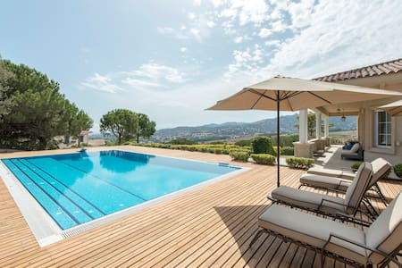 Sea & City View Villa w/Pool - 5BR - Teià