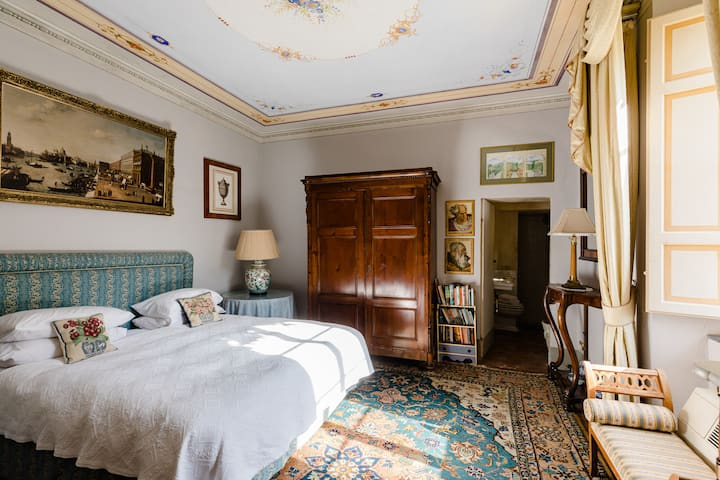 Verdi Room - In a Historical Villa in Tuscany