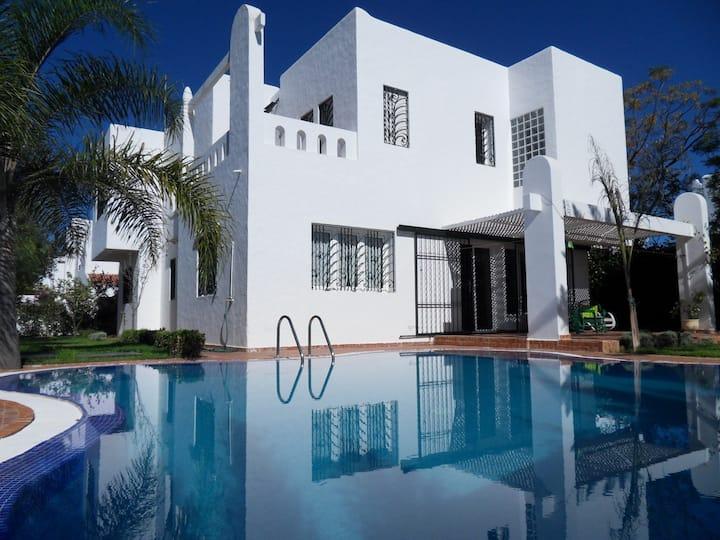 Villa tranquille à Cabo Negro avec piscine privée