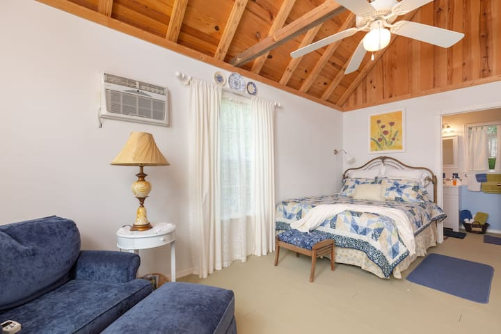 Queen bed, clean and sumptous just right for lazy mornings! Bathroom located thru doorway next to bed.