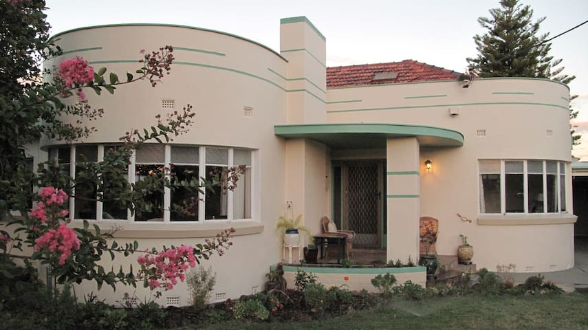 1947 ART DECO HOME!  2 BEDROOMS - FREE NETFLIX