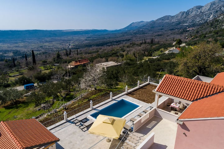Luxurious Villa in Gruda with Pool