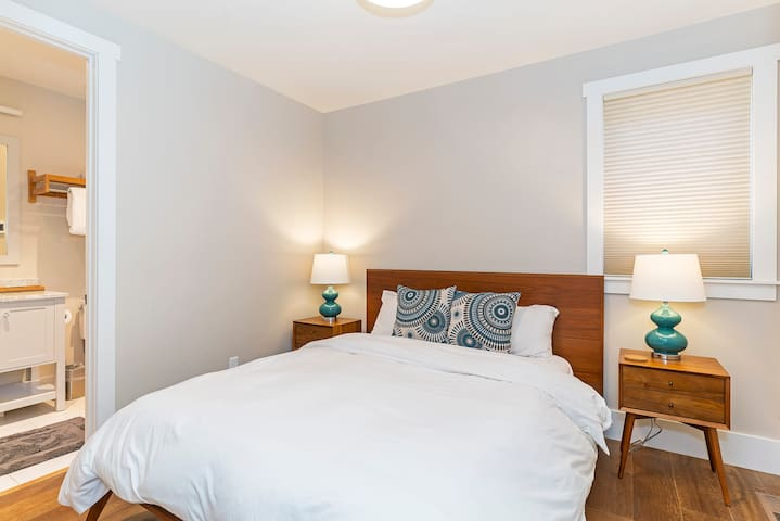 Queen bedroom on the entry level floor-with en suite bath