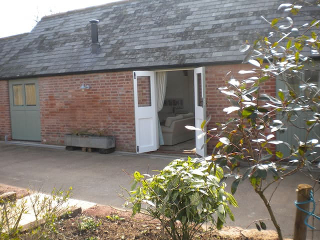 Romantic cottage with hot tub - Exeter