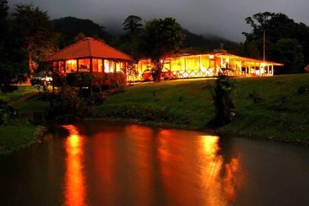 Centro Ecológico Arancibia Lodge