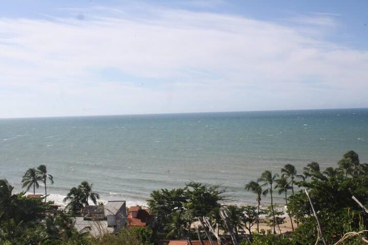 Estamos frente mar com a Praia da Taibinha