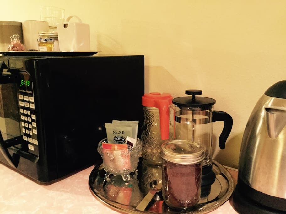 Amenities include complementary coffee and tea. A microwave, mini fridge, and kettle are offered for your convenience.