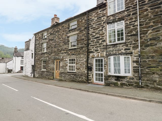 KETTLE COTTAGE, pet friendly in Dinas Mawddwy, Ref 971678