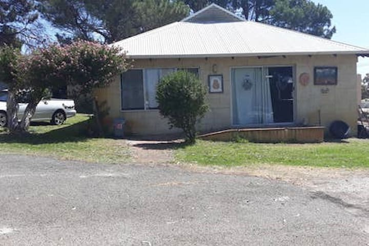 old stone cottage on rural block wanneroo 4 people