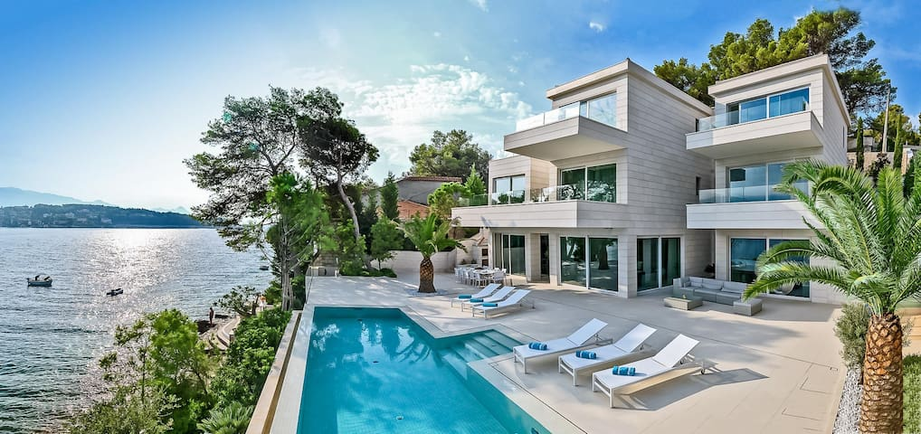 Luxury Villa Murano with pool at the beach